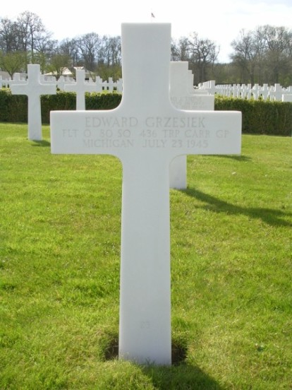 Grave of Flight Officer Edward Grzesiek at Cambridge American Military Cemetery
