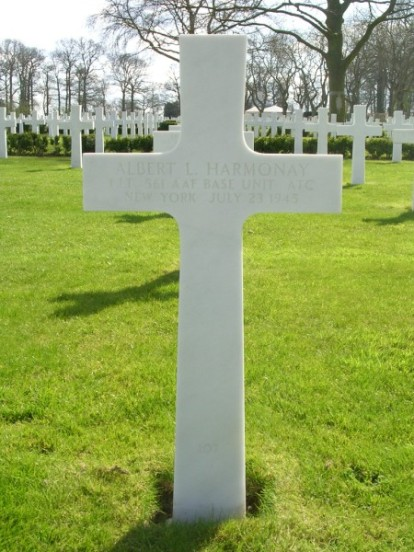Grave of 1st Lieutenant Albert L. Harmonay at Cambridge American Military Cemetery