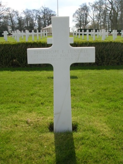 Grave of 1st Lieutenant Theodore E. Lundell at Cambridge American Military Cemetery