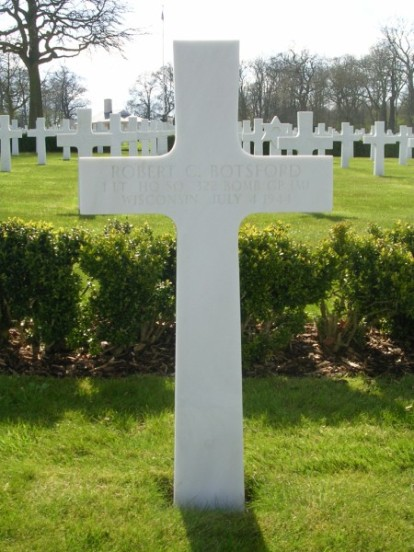 Grave of 1st Lieutenant Robert Botsford at Cambridge, killed in the crash of B-26C 41-35791 on Cronk ny Arrey Laa, Isle of Man