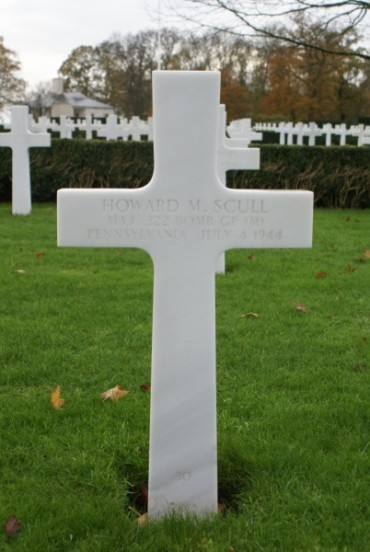 Grave of Major Howard Scull at Cambridge, killed in the crash of B-26C 41-35791 on Cronk ny Arrey Laa, Isle of Man