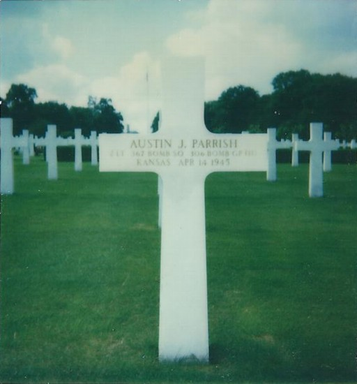 Grave of 2nd Lt Austin Parrish at Cambridge American Cemetery