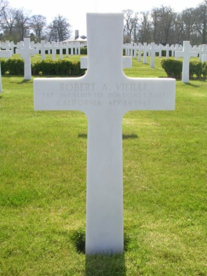 Grave of 1st Lieutenant Robert A. Vieille at Cambridge American Cemetery