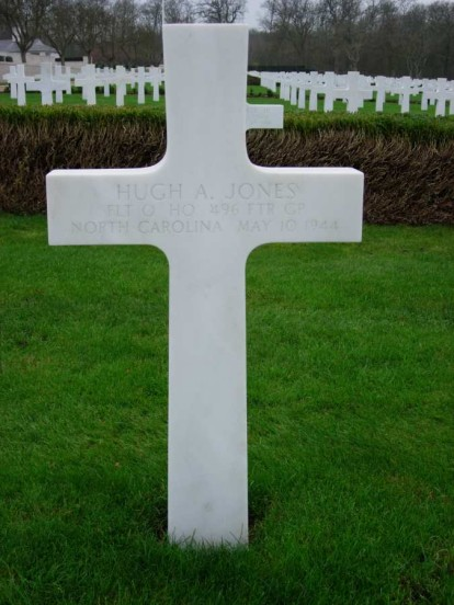Grave of Flight Officer Hugh Allen Jones at Cambridge American Cemetery