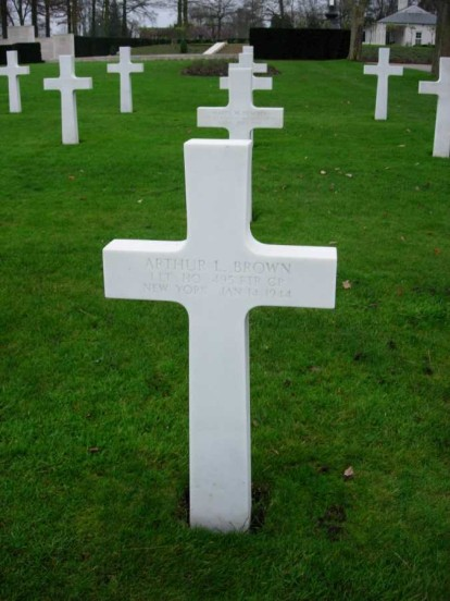 Grave of 2nd Lieutenant Arthur Brown at the Cambridge American Military Cemetery
