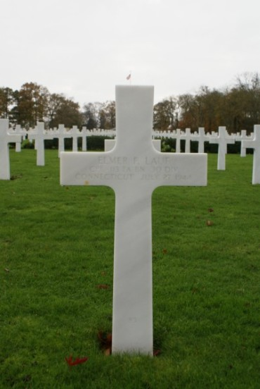 Grave of Corporal Elmer F. Lauf at Cambridge American Military Cemetery, patient aboard 42-93038