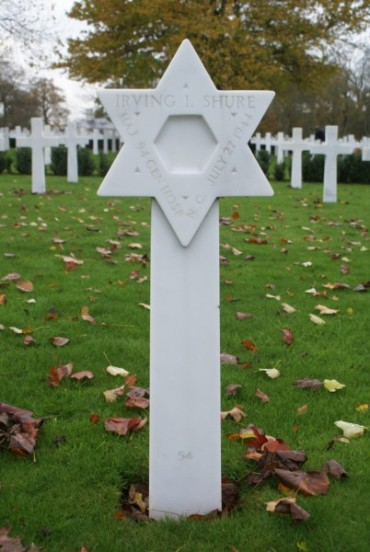 Grave of Major Irving I. Shure at Cambridge American Military Cemetery, patient aboard 42-93038
