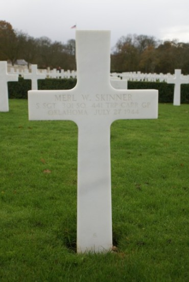 Grave of Staff Sergeant Merl W. Skinner at Cambridge American Military Cemetery, Crew Chief of 42-93038