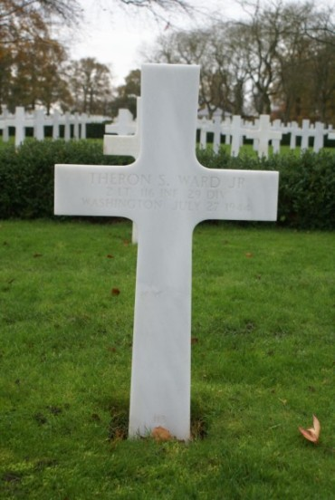 Grave of 2nd Lieutenant Theron S. Ward at Cambridge American Military Cemetery, patient aboard 42-93038