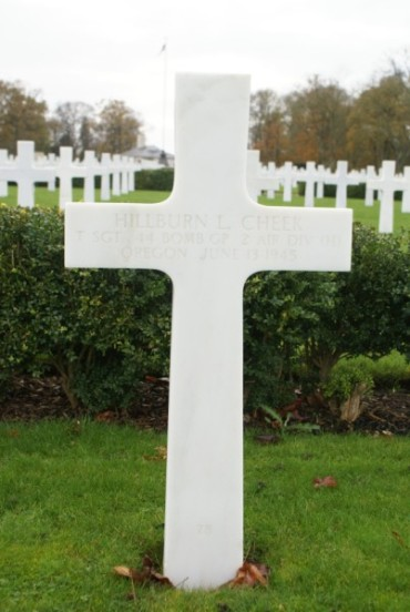 Grave of the engineer, Technical Sergeant Hillburn L. Cheek at Cambridge American Military Cemetery
