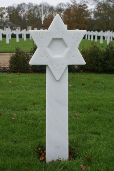 Grave of Gunner, Staff Sergeant Herman Riefen at Cambridge American Military Cemetery