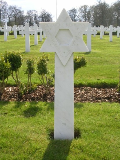 Grave of 2nd Lieutenant Richard J. Hermann at Cambridge American Cemetery