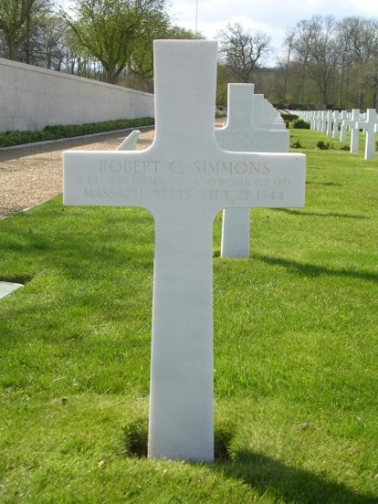 Grave of 2nd Lieutenant Robert C. Simmons at Cambridge American Cemetery