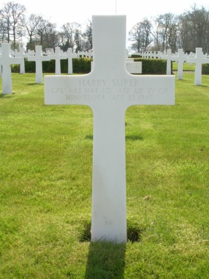 Grave of Corporal Harry Super at Cambridge American Cemetery