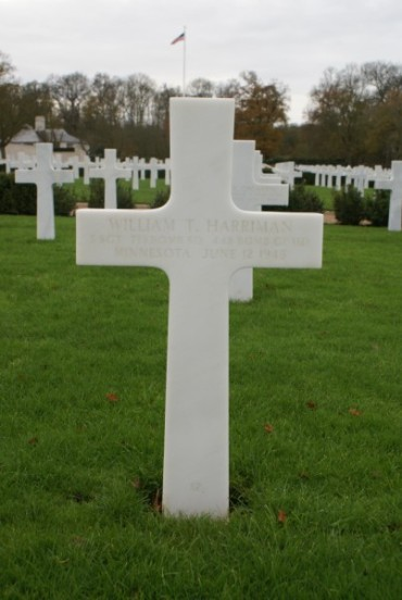 Grave of gunner, Staff Sergeant William T. Harriman at Cambridge American Military Cemetery
