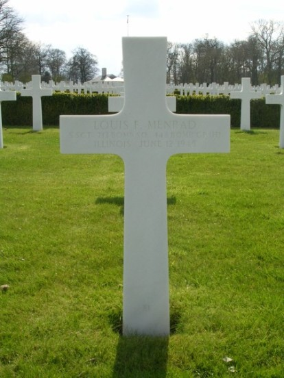 Grave of gunner, Staff Sergeant Louis F. Menrad at Cambridge American Military Cemetery