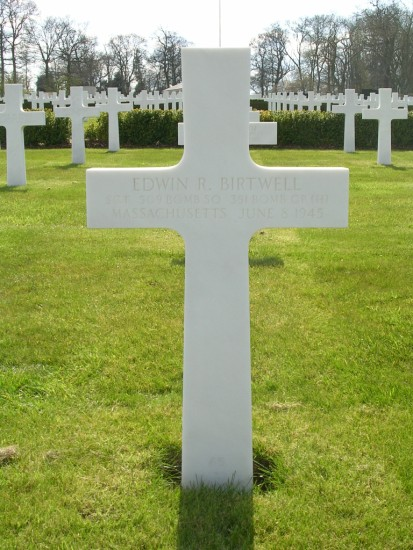 Grave of Sergeant Edwin R Birtwell at Cambridge American Cemetery