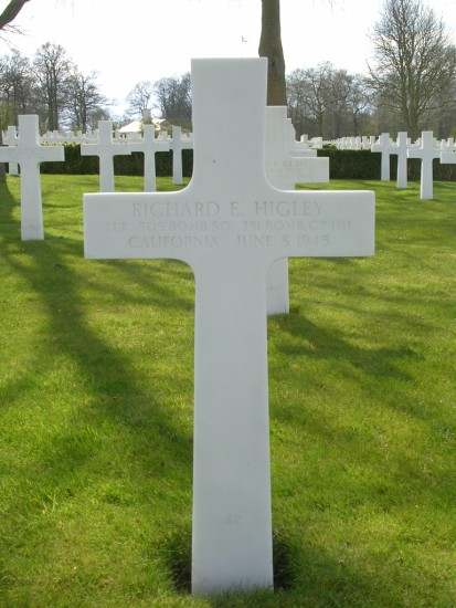 Grave of 1st Lieutenant Richard E. Higley at Cambridge American Cemetery