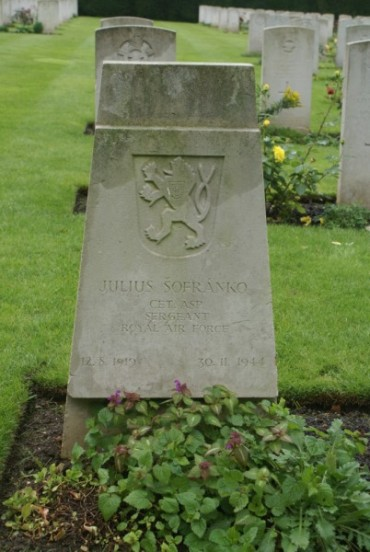 Grave of Sergeant Julius Sofranko at Botley Cemetery, Oxford