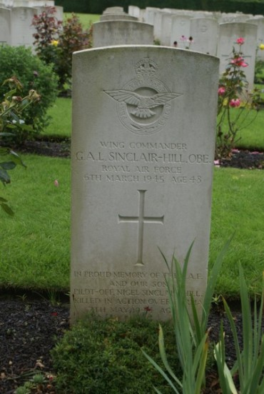 Grave of Wing Commander Gerard Arthur Lewin Sinclair-Hill OBE at Botley Cemetery, Oxford