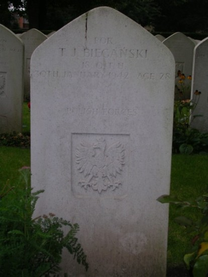 Grave of Flying Officer Tadeusz Jan Bieganski at Newark Cemetery