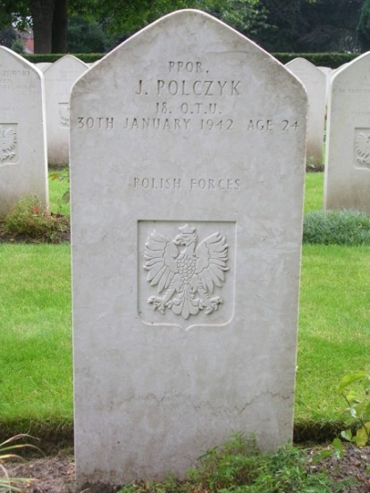 Grave of Pilot Officer Jerzy Polczyk at Newark Cemetery