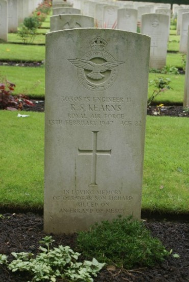 Grave of Warrant Officer Richard Sydney Kearns at Botley Cemetery, Oxford