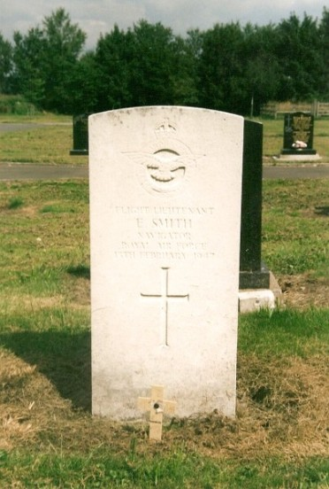 Grave of Flight Lieutenant Ernest Smith at Buxton Cemetery, Derbyshire