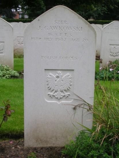 Grave of Leading Aircraftman Josef Gowkowski at Newark Cemetery, Nottinghamshire
