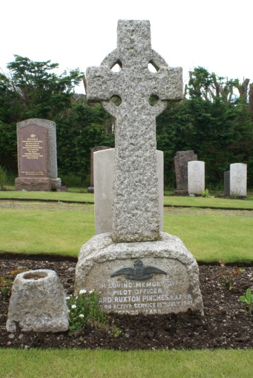 Grave of Pilot Officer Edward Ruxton Pinches, killed onboard Consolidated Catalina AH533, Cruach na Seilcheig, Jura