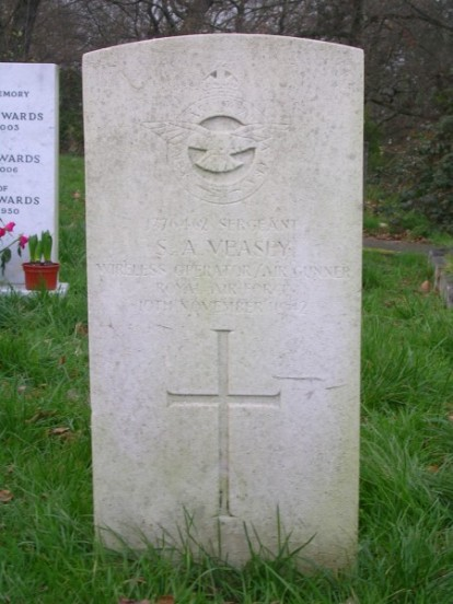 Grave of Sergeant Stanley Veasey at Camberwell New Cemetery, London
