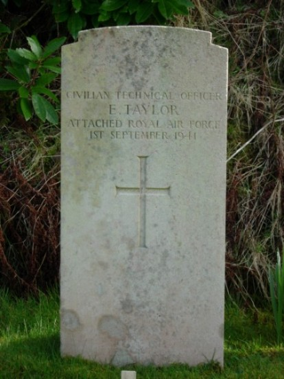 Grave of Civilian Technical Officer Eric Taylor at Kilkerran Cemetery, Campbeltown