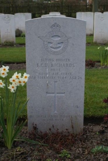 Grave of Pilot Officer Ernest Charles David Richards at Chester Blacon Cemetery