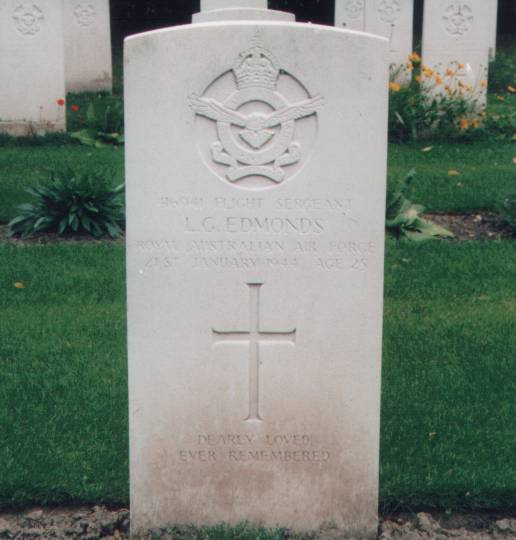 Grave of Lloyd George Edmonds, 416941, Age 25 at Blacon Cemetery, Chester