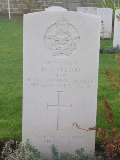 Grave of Pilot Officer Donald George Mcleod at Harrogate Stonefall Cemetery
