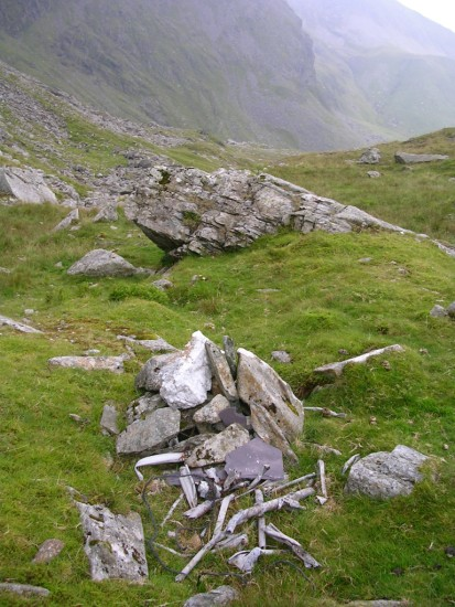 Wreckage close to the crash site of Wellington DV800 on Carnedd Dafydd / Llewelyn