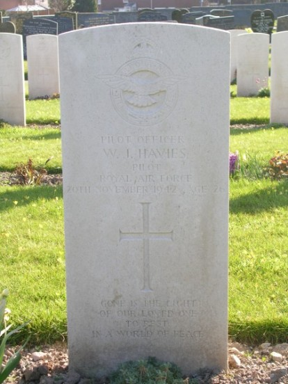 Grave of Pilot Officer Walter James Havies at Caernarfon Llanbeblig Cemetery