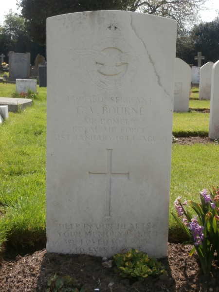 Sergeant George Victor Bourne's grave at Whitchurch Cemetery, Shropshire