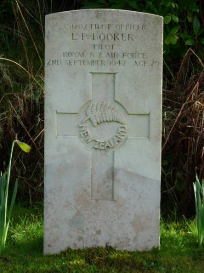 Grave of Pilot Officer Leonard Percy Booker at Kilkerran Cemetery, Campbeltown