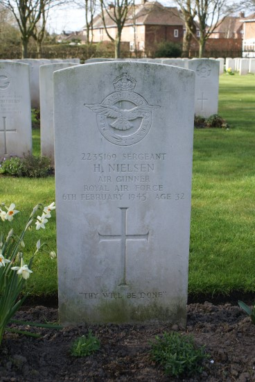 Grave of Sergeant Harold Nielsen at Chester Blacon Cemetery, died in Avro Lancaster Mk.III NE132 on Foel Ddu near Harlech