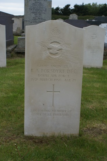 Grave of Engineer 2 Ronald Albert Forsdyke at Holyhead Cemetery, Anglesey, killed onboard Lincoln RF511 on Carnedd Llewelyn