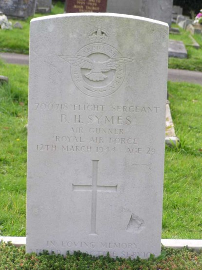 Grave of Flight Sergeant Brian Symes, Copyright - Vernon Masterman via The British War Memorial Project