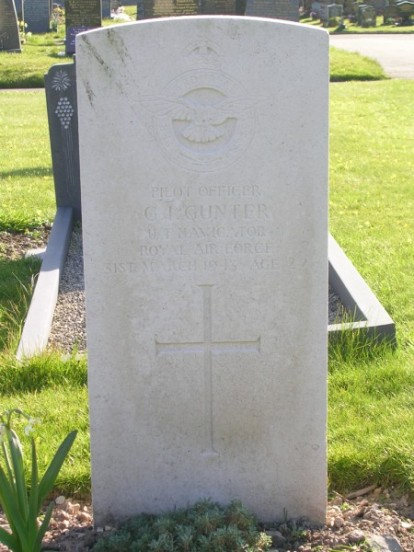 Grave of Pilot Officer Geoffrey Ian Gunter at Caernarfon Llanbeblig Cemetery