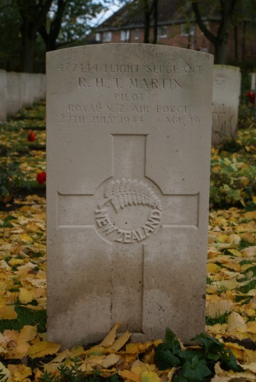 Flight Sergeant Roswell Howard Tourle Martin's grave at the Commonwealth War Grave plot, Chester (Blacon) Cemetery