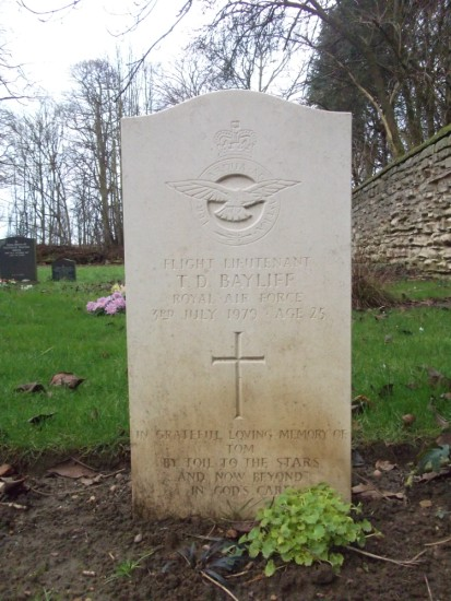 Flight Lieutenant Thomas Durk Bayliff's grave at Kirkby Wharfe St John Church, Tadcaster, Yorkshire