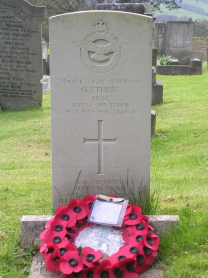 Grave of Pilot, Flight Sergeant Gordon Stubbs at Hathersage Churchyard, Derbyshire