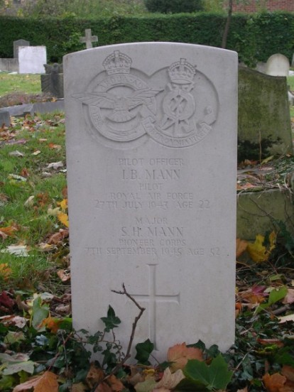 Grave of Pilot Officer Ian Bert Mann and Major S. H. Mann at Wimbledon Gap Road Cemetery