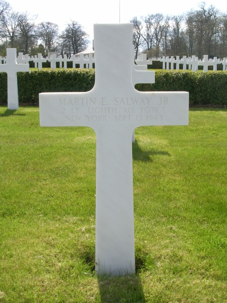 The grave of 2nd Lt Martin E. Salway at Cambridge American Cemetery, Madingley