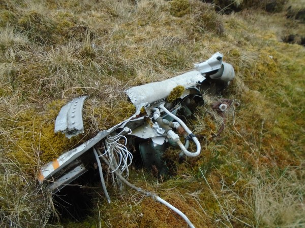 Wreckage at the crash site of Piper Cherokee G-AZSE on Sheabhal, Isle of Barra