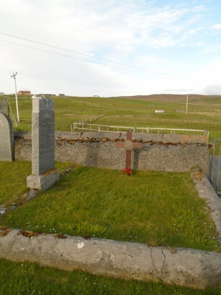 Grave of the crew of Catalina Z2148 at Hamnavoe on Yell